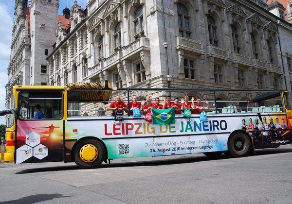 Die Olympioniken vor dem Rathaus in Leipzig, Bildquelle: Stadt Leipzig (Twitter)